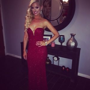 Dresses & Skirts - Gorgeous Red Sparkly Gown